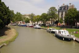 Quai du canal du Midi à Carcassonne. Source : http://data.abuledu.org/URI/54a80291-quai-du-canal-du-midi-a-carcassonne