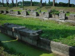 Quai et entrepôts romains d'Aquilée. Source : http://data.abuledu.org/URI/51bc914f-quai-et-entrepots-romains-d-aquilee