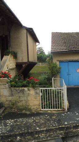 Quartier médiéval à Montignac-24. Source : http://data.abuledu.org/URI/5994eb2c-quartier-medieval-a-montignac-24