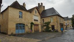 Quartier médiéval à Montignac-24. Source : http://data.abuledu.org/URI/5994eb4e-quartier-medieval-a-montignac-24