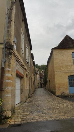 Quartier médiéval à Montignac-24. Source : http://data.abuledu.org/URI/5994eb5c-quartier-medieval-a-montignac-24