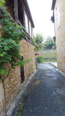 Quartier médiéval à Montignac-24. Source : http://data.abuledu.org/URI/5994eb6a-quartier-medieval-a-montignac-24