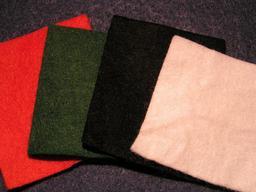 Quatre échantillons de feutre. Source : http://data.abuledu.org/URI/51019876-quatre-echantillons-de-feutre