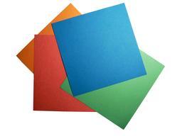 Quatre feuilles d'origami. Source : http://data.abuledu.org/URI/52f26414-quatre-feuilles-d-origami