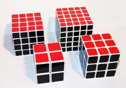 Quatre modèles de cubes de Rubik. Source : http://data.abuledu.org/URI/51fa39b9-quatre-modeles-de-cubes-de-rubik