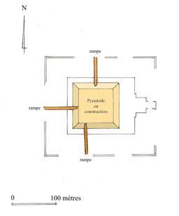 Rampes d'accès à une pyramide. Source : http://data.abuledu.org/URI/50aea835-rampes-d-acces-a-une-pyramide