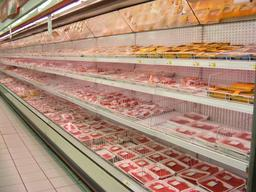 Rayon des viandes pré-emballées dans un supermarché. Source : http://data.abuledu.org/URI/5275845b-rayon-des-viandes-pre-emballees-dans-un-supermarche