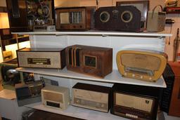 Récepteurs radio anciens. Source : http://data.abuledu.org/URI/504242b9-recepteurs-radio-anciens