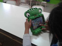 Recherche d'information sur tablette. Source : http://data.abuledu.org/URI/58d1cd53-recherche-d-information-sur-tablette