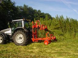 Récolte mécanique du chanvre. Source : http://data.abuledu.org/URI/54a44d39-recolte-mecanique-du-chanvre
