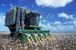 Récolte mécanique du coton. Source : http://data.abuledu.org/URI/51018970-recolte-mecanique-du-coton