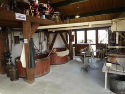 Reconstitution d'un atelier de fromager lorrain. Source : http://data.abuledu.org/URI/54a5155e-reconstitution-d-un-atelier-de-fromager-lorrain