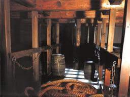 Reconstitution d'un entrepont de navire négrier. Source : http://data.abuledu.org/URI/56c497dc-reconstitution-d-un-entrepont-de-navire-negrier