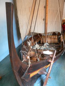 Reconstitution d'un navire viking. Source : http://data.abuledu.org/URI/54af0819-reconstitution-d-un-navire-viking