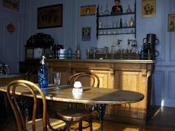Reconstitution d'une salle de café. Source : http://data.abuledu.org/URI/54a508e3-reconstitution-d-une-salle-de-cafe