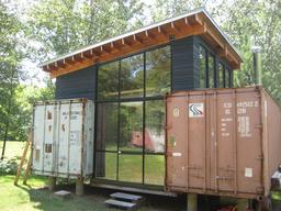 Récupération de conteneurs pour l'habitat. Source : http://data.abuledu.org/URI/51168906-recuperation-de-conteneurs-pour-l-habitat
