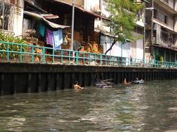 Récupération de métal à Bangkok. Source : http://data.abuledu.org/URI/56b78fca-recuperation-de-metal-a-bangkok