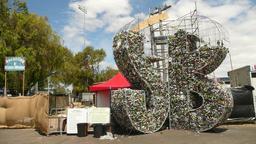 Recyclage artistique en Australie. Source : http://data.abuledu.org/URI/582e8f6f-recyclage-artistique-en-australie