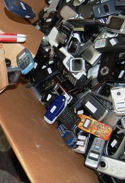 Recyclage de téléphones portables. Source : http://data.abuledu.org/URI/582e92b6-recyclage-de-telephones-portables