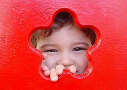 Regard d'enfant joyeux. Source : http://data.abuledu.org/URI/503a2045-regard-d-enfant-joyeux
