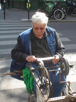 Rémouleur. Source : http://data.abuledu.org/URI/51ed4363-remouleur