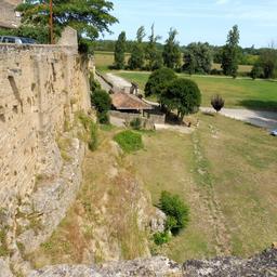 Rempart de Saint-Macaire-33. Source : http://data.abuledu.org/URI/599a9b8a-rempart-de-saint-macaire-33