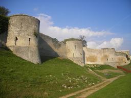 Remparts de Coucy-le-Château. Source : http://data.abuledu.org/URI/53ac43b3-remparts-de-coucy-le-chateau