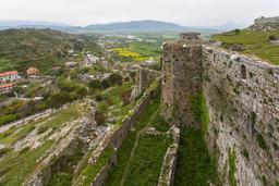 Remparts du château de Rozafa en Albanie. Source : http://data.abuledu.org/URI/54cbc1d6-remparts-du-chateau-de-rozafa-en-albanie