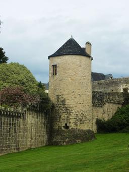 Remparts et tour Névet à Quimper. Source : http://data.abuledu.org/URI/58588c0c-remparts-et-tour-nevet-a-quimper