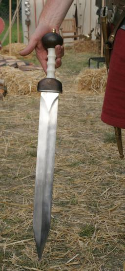 Reproduction d'un glaive romain. Source : http://data.abuledu.org/URI/5341b956-reproduction-d-un-glaive-romain
