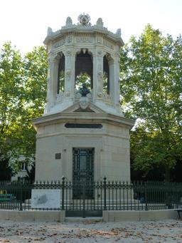 Réservoir d'eau au Jardin Darcy à Dijon. Source : http://data.abuledu.org/URI/582044ec-reservoir-d-eau-au-jardin-darcy-a-dijon-
