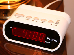 Réveil digital à 4 heures. Source : http://data.abuledu.org/URI/503bb2af-reveil-digital-a-4-heures