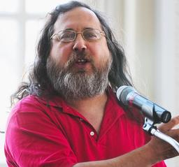 Richard Stallman en polo rouge. Source : http://data.abuledu.org/URI/532ec462-richard-stallman-en-polo-rouge