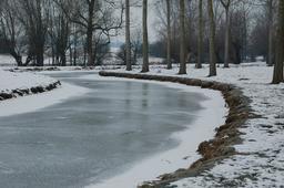 Rivière gelée. Source : http://data.abuledu.org/URI/590a4683-riviere-gelee-