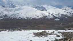 Rivière gelée au Pakistan. Source : http://data.abuledu.org/URI/586a5cd9-riviere-gelee-au-pakistan