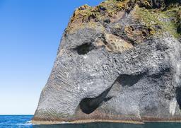 Rocher dit de l'éléphant en Islande. Source : http://data.abuledu.org/URI/54cab03c-rocher-dit-de-l-elephant-en-islande