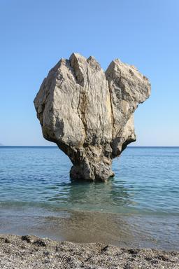Rocher près de Preveli en Crète. Source : http://data.abuledu.org/URI/551ed493-rocher-pres-de-preveli-en-crete