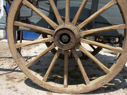 Roue de tombereau en bois. Source : http://data.abuledu.org/URI/52e52371-roue-de-tombereau-en-bois