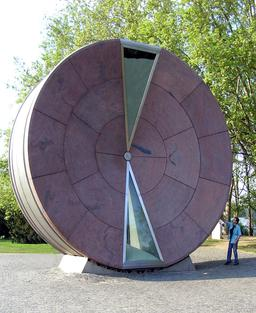 Roue du Temps à Budapest. Source : http://data.abuledu.org/URI/5101258b-roue-du-temps-a-budapest