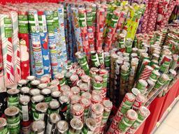 Rouleaux de papier cadeau de Noël. Source : http://data.abuledu.org/URI/531c3455-rouleaux-de-papier-cadeau-de-noel