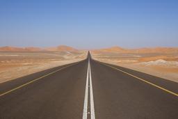 Route dans le désert. Source : http://data.abuledu.org/URI/502a3213-route-dans-le-desert