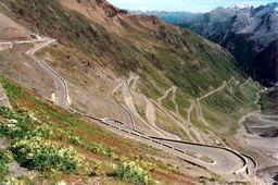 Route de montagne. Source : http://data.abuledu.org/URI/50212a5f-route-de-montagne