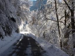 Route de montagne dans les Pyrénées en janvier 2015. Source : http://data.abuledu.org/URI/54c6047f-route-de-montagne-dans-les-pyrenees-en-janvier-2015