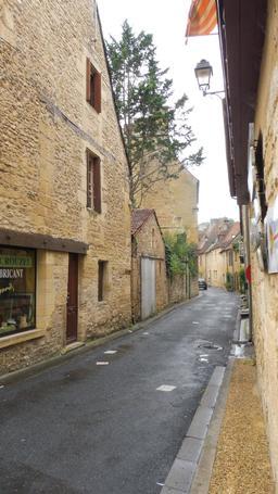 Rue à Montignac-24. Source : http://data.abuledu.org/URI/5994db0f-rue-a-montignac-24
