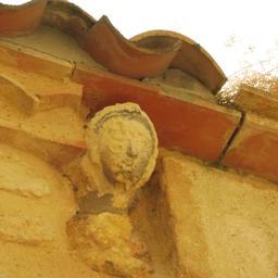 Modillon de Saint-Macaire-33. Source : http://data.abuledu.org/URI/599a996c-rue-de-saint-macaire-33