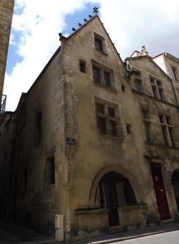 Rue des Bahutiers à Bordeaux. Source : http://data.abuledu.org/URI/59075575-rue-des-bahutiers-a-bordeaux