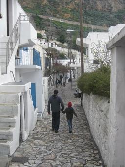 Rue du village grec de Skyros. Source : http://data.abuledu.org/URI/52710513-rue-du-village-grec-de-skyros