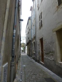 Rue médiévale à La Rochelle. Source : http://data.abuledu.org/URI/5821c11e-rue-medievale-a-la-rochelle