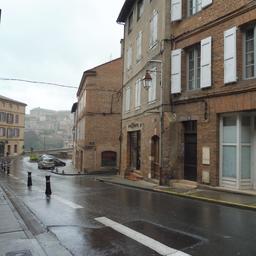 Rue Rinaldi sous la pluie à Albi. Source : http://data.abuledu.org/URI/59c18606-rue-rinaldi-sous-la-pluie-a-albi