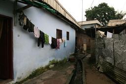 Ruelle de Bessengue à Douala. Source : http://data.abuledu.org/URI/52daee7a-ruelle-de-bessengue-a-douala